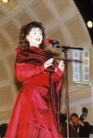 Regina Renzowa bei der Open Air Wiesbaden Kurpark mit Johann Strauss Orchester Wiesbaden am 1. 9. 1999